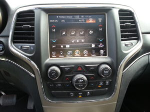 Read more about the article JEEP DODGE uConnect 8.4 – konwersja z USA na EU