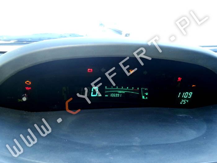naprawa licznika Toyota Yaris – wyświetlacz przygasa / mruga lub nie świeci